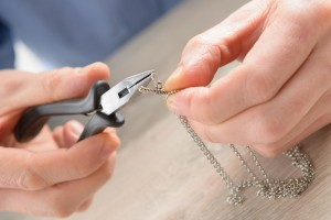 Use a Jewelry Online Repair Shop Instead of Going to as Shop
